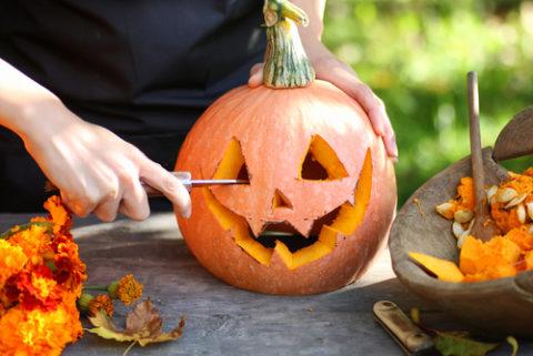 So erstellen Sie Ihren eigenen Halloweenkürbis