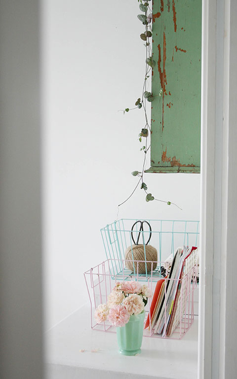 Baskets-to-collect-clutter