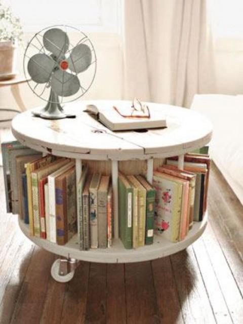 zo-leuk-tafeltje-waar-je-je-boeken-in-kwijt-kunt_1345622977-van-nnme
