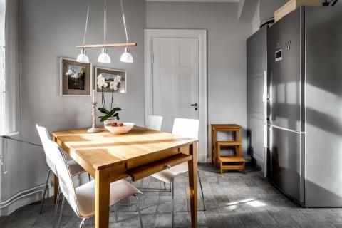 post_Fundal_gri_s_i_accente_calde_de_culoare_s_i_lemn_i_ntr-un_apartament_de_70_m___14